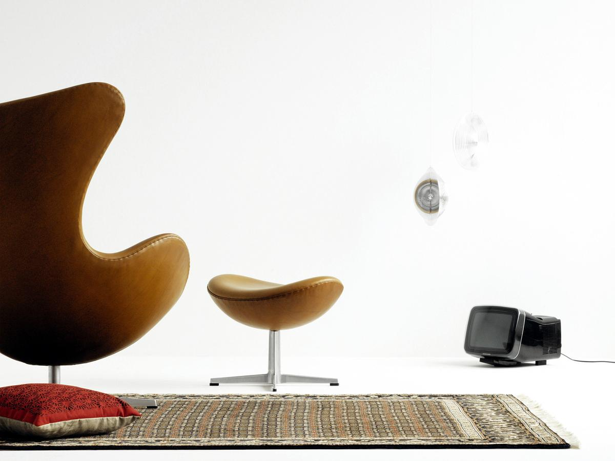 le fauteuil egg du designer arne jacobsen joli place. Black Bedroom Furniture Sets. Home Design Ideas