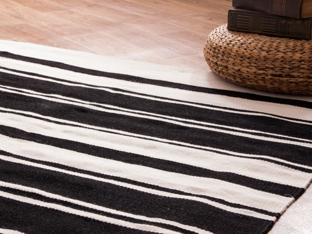 best tapis raye noir beige photos awesome interior home satellite. Black Bedroom Furniture Sets. Home Design Ideas