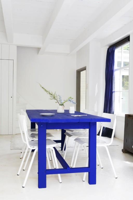 5 id es pour repeindre une table joli place. Black Bedroom Furniture Sets. Home Design Ideas