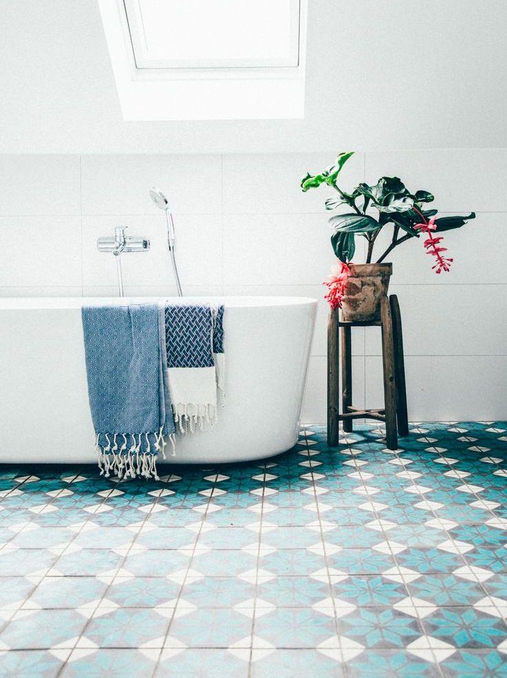 Inspirations pour un sol en carreaux de ciment joli place for Carreaux sol salle de bain
