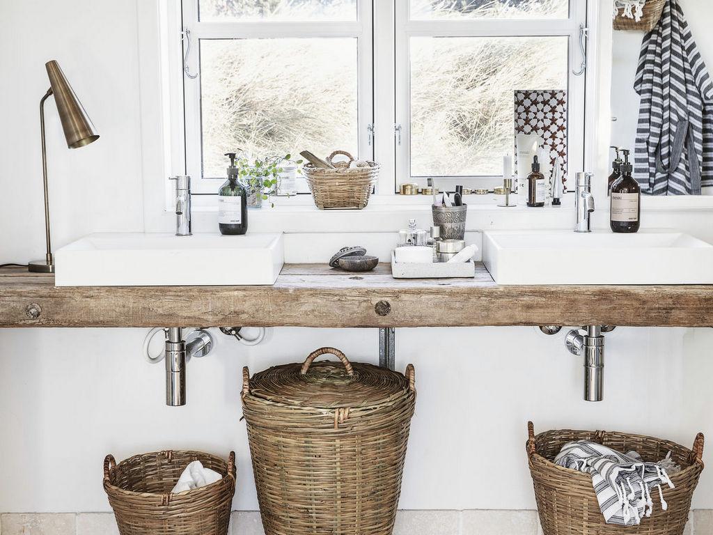Salle D Eau Blanche Et Bois une salle de bain en blanc et bois - joli place