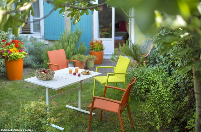 Un salon de jardin color joli place for Decoration jardin colore