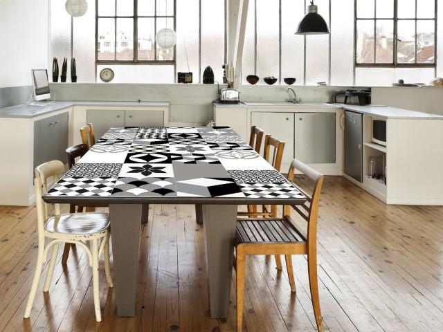 Les carreaux de ciment dans tous leurs tats joli place for Table exterieur joli