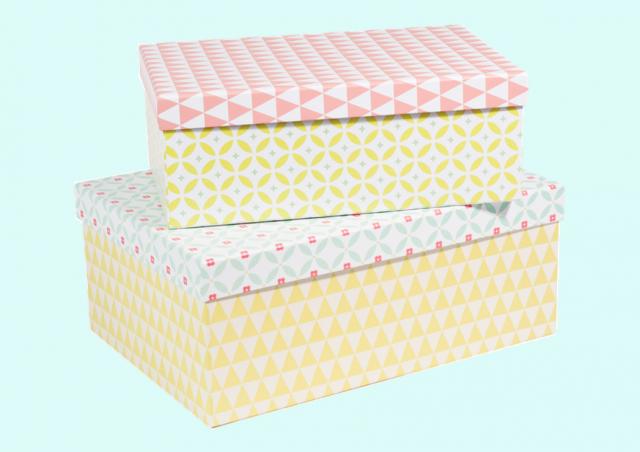 Chambre scandinave pastel des nuances pastel une suspension en tissu et un tabouret qui respire for Chambre scandinave pastel