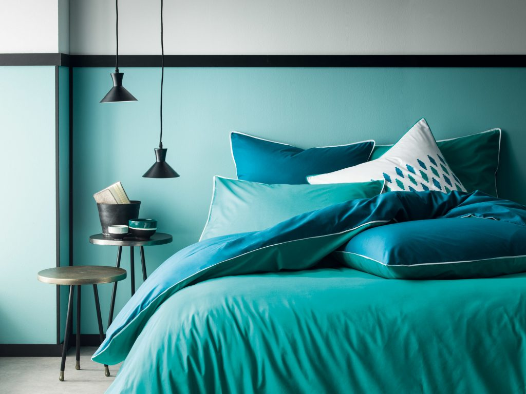 une touche de bleu canard dans la d co joli place. Black Bedroom Furniture Sets. Home Design Ideas
