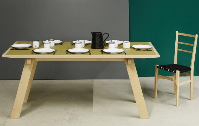 Table de repas bois clair