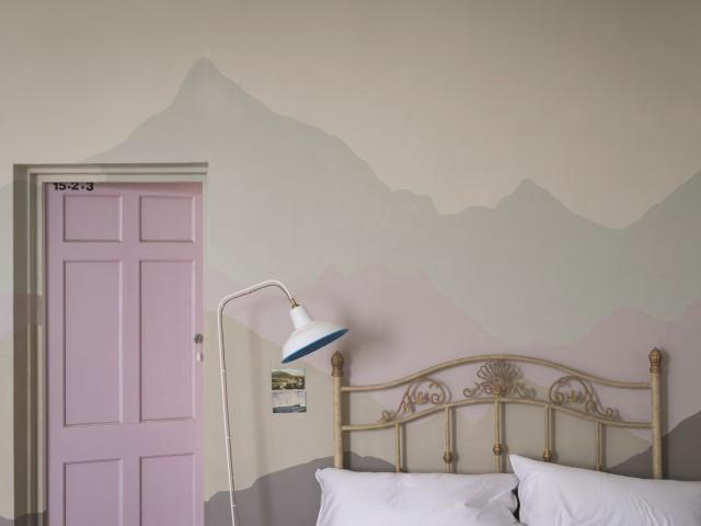 Chambre idée peinture motif montagne pastel