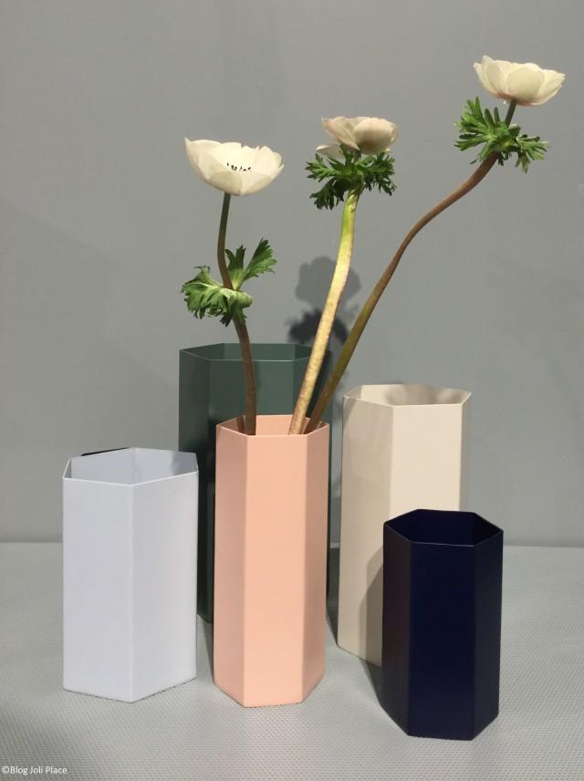 Vases en métal pastel