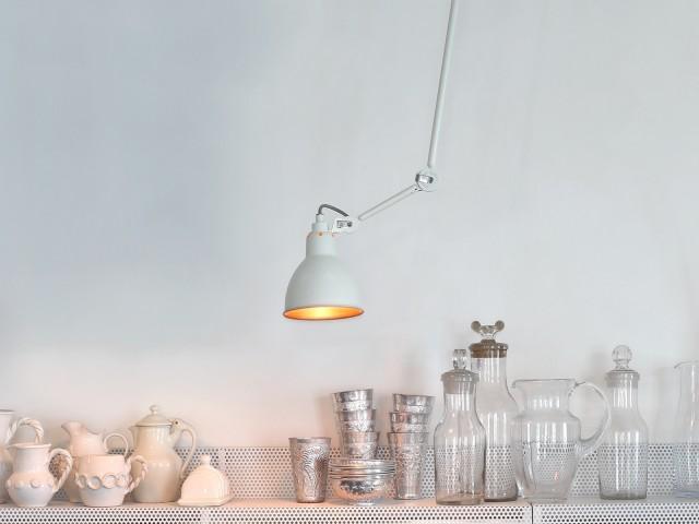 la lampe gras prend des couleurs joli place. Black Bedroom Furniture Sets. Home Design Ideas