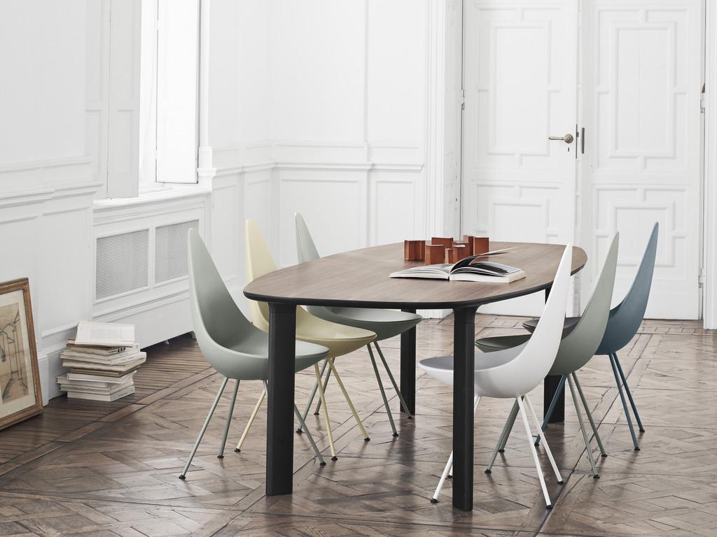 chaises couleurs dépareillées