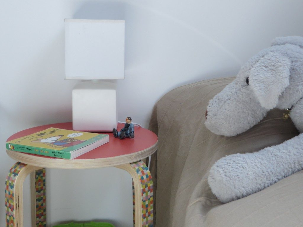 diy un chevet pour enfant joli place. Black Bedroom Furniture Sets. Home Design Ideas