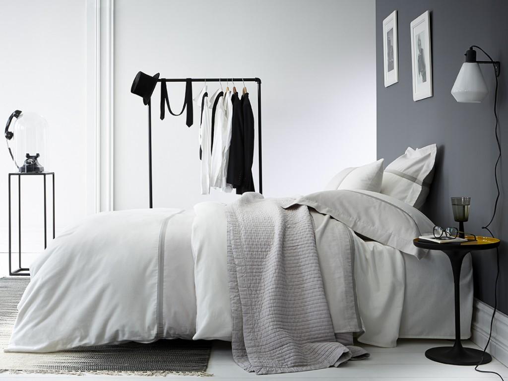 Une chambre la d co grise joli place - Idee deco mur chambre ...