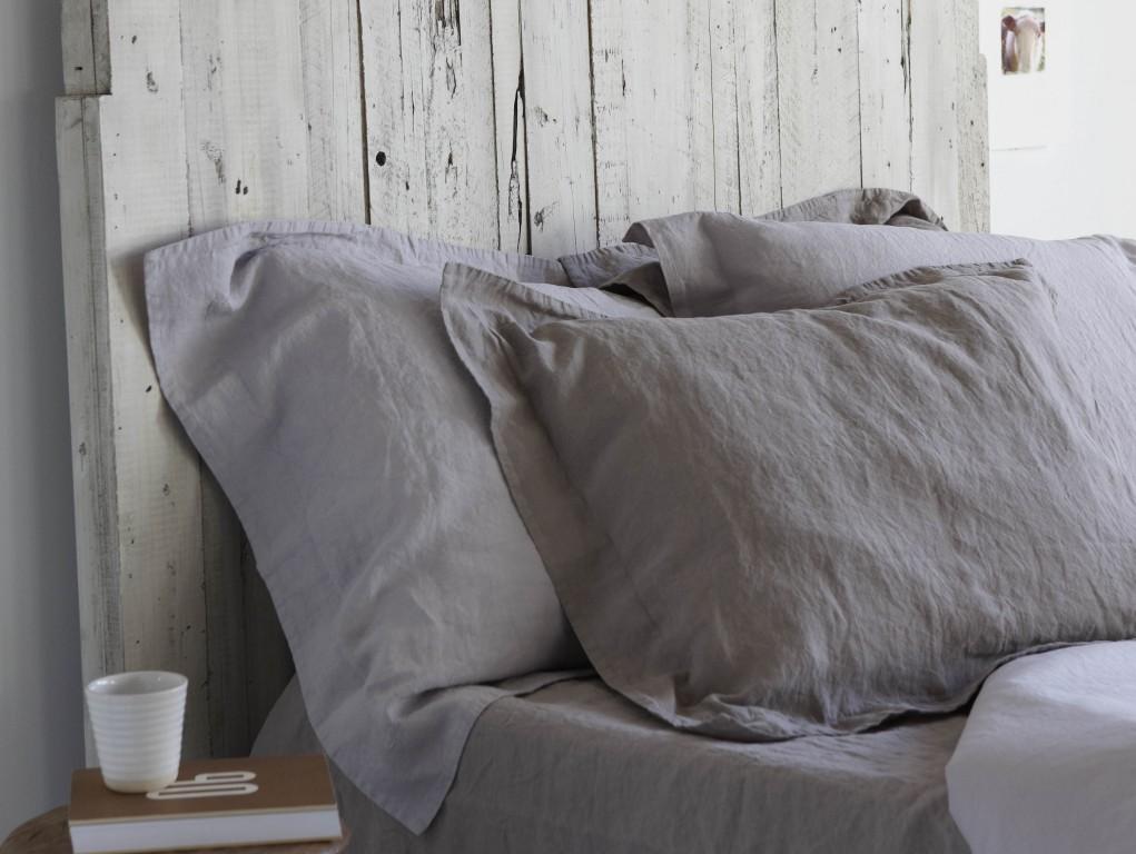 Une chambre la d co grise joli place for Chambre blanc et lin