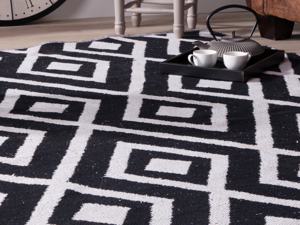 carrelage design tapis noir et blanc pas cher moderne. Black Bedroom Furniture Sets. Home Design Ideas