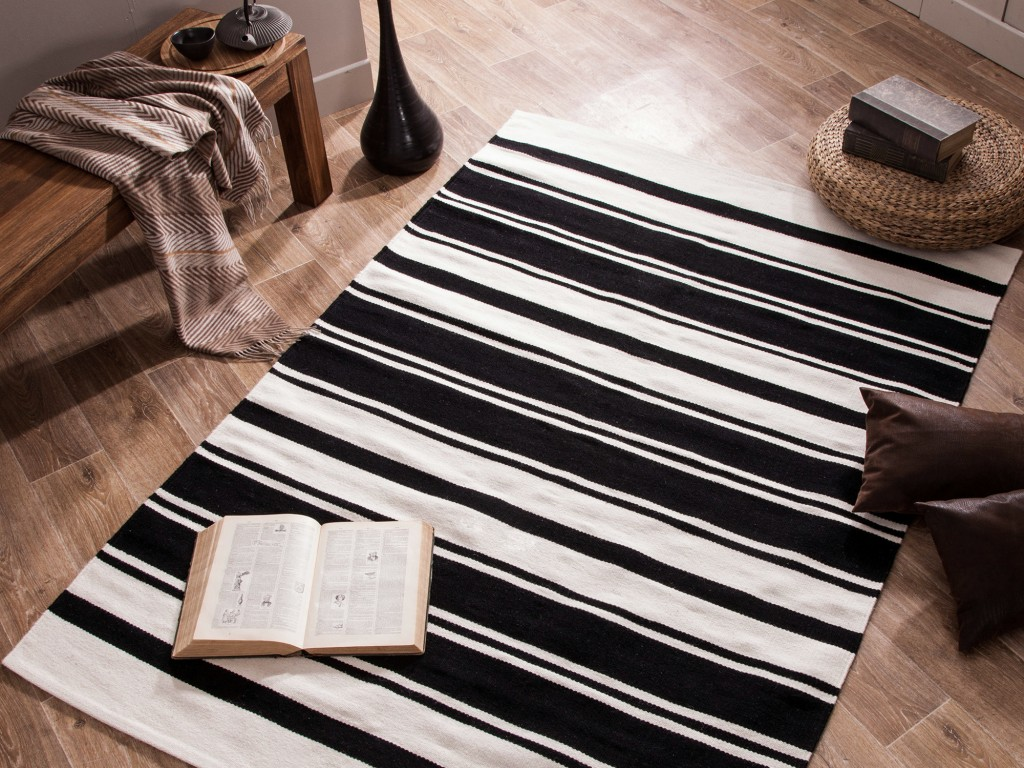 tapis raye noir blanc. Black Bedroom Furniture Sets. Home Design Ideas