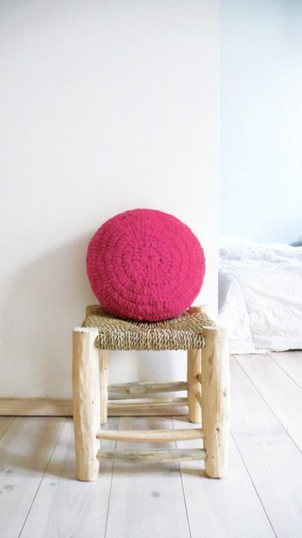 coussin au crochet rose
