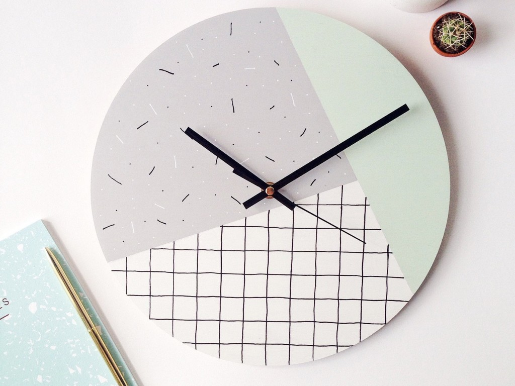 Horloge style memphis