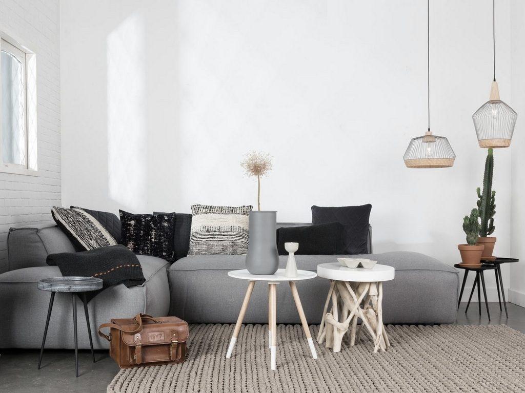 une pi ce vivre d cor e en beige et gris joli place. Black Bedroom Furniture Sets. Home Design Ideas