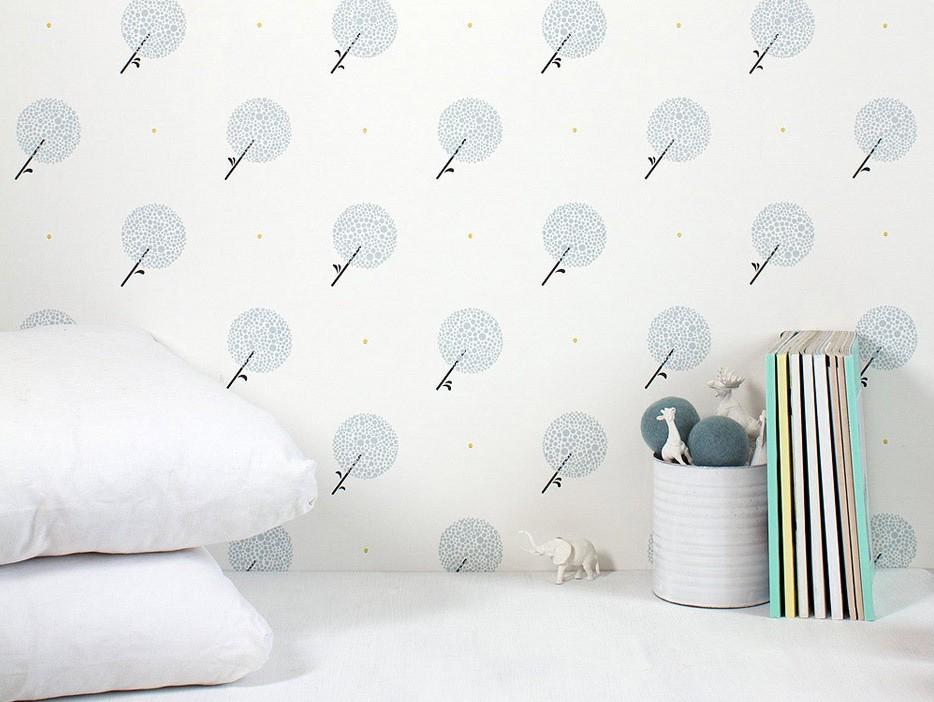 Des papiers peints blancs aux motifs enfantins joli place for Papier peint chambre bebe mixte