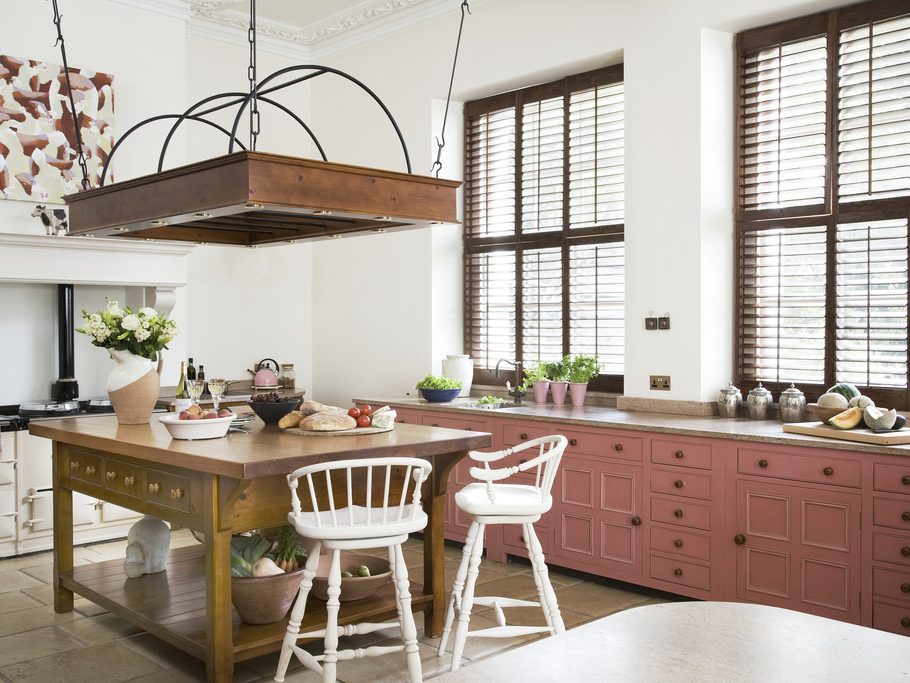 12 cuisines qui voient la vie en rose joli place for Peindre un placard