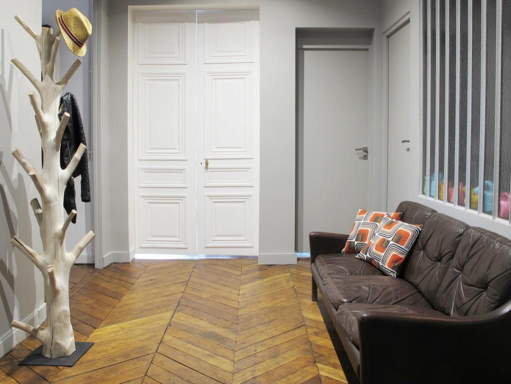 avant apr s un appartement parisien r nov joli place. Black Bedroom Furniture Sets. Home Design Ideas