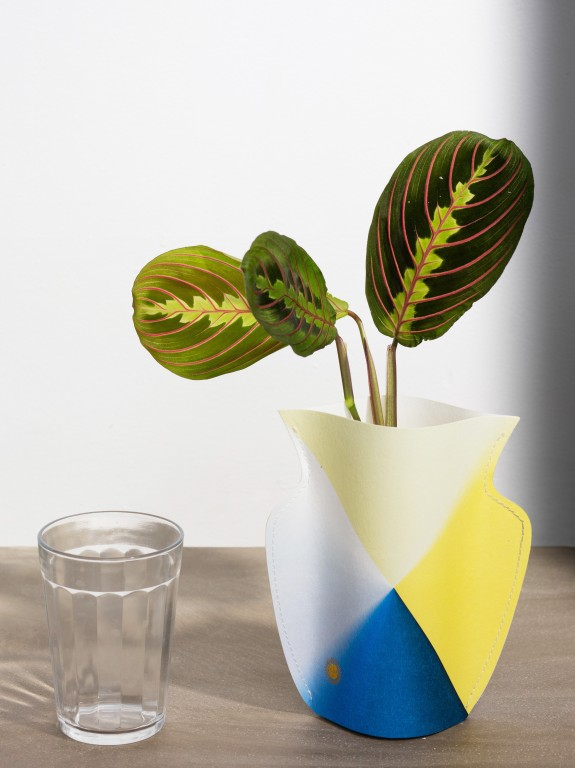 les vases en papier d 39 octaveo joli place. Black Bedroom Furniture Sets. Home Design Ideas