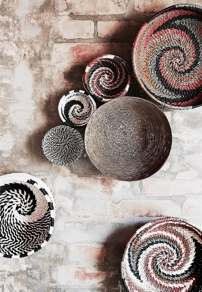 Déco murale : des paniers ronds sur le mur - Joli Place