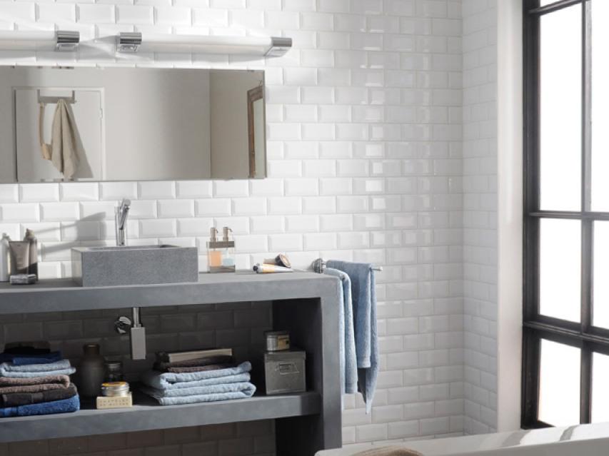 15 salles de bains avec du carrelage m tro joli place. Black Bedroom Furniture Sets. Home Design Ideas