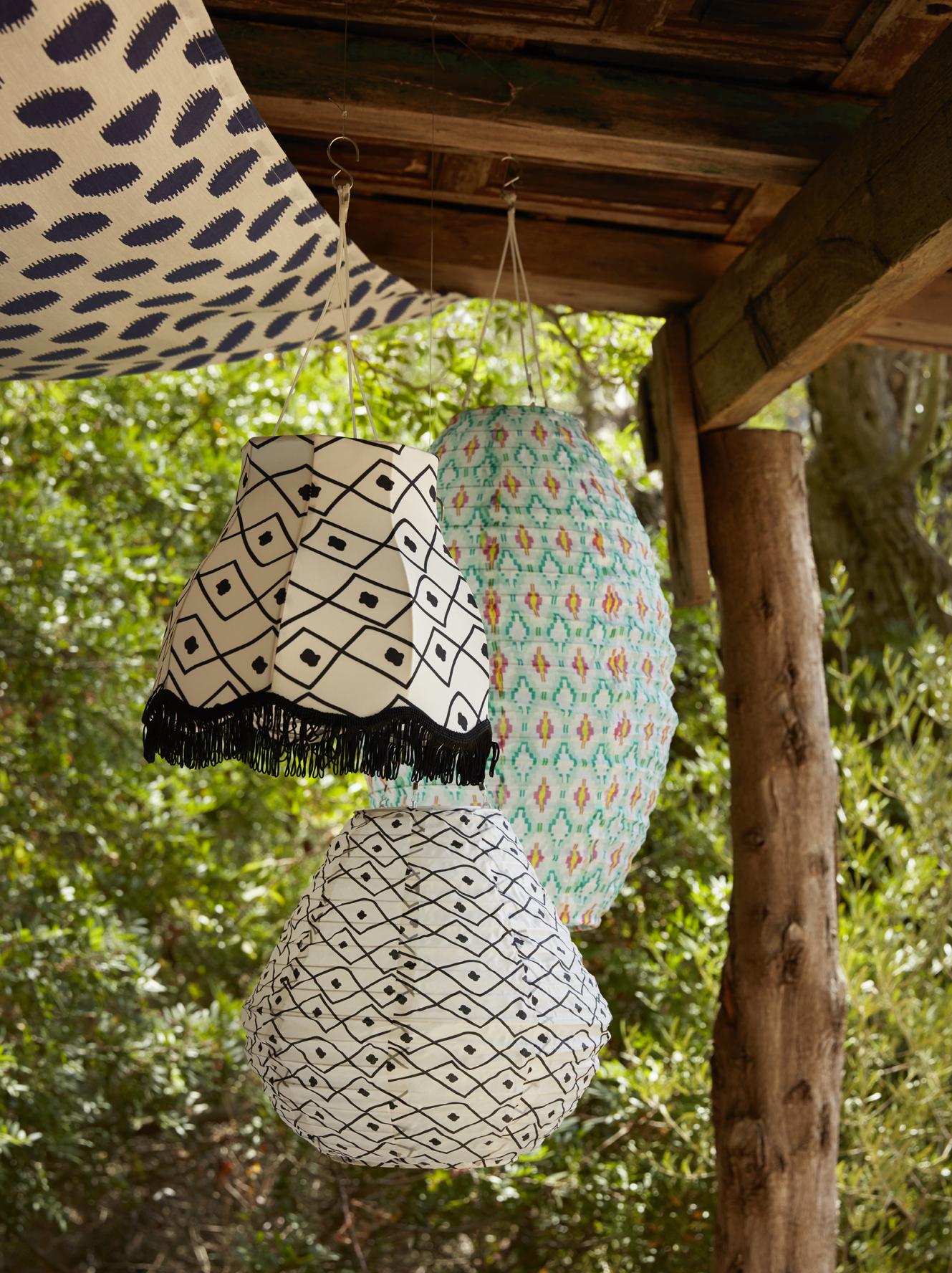 must have les lampions solaires ikea pour l 39 ext rieur. Black Bedroom Furniture Sets. Home Design Ideas