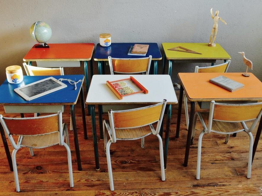 Meubles vintage pour enfant nos id es pour en trouver for Chaise ecolier vintage