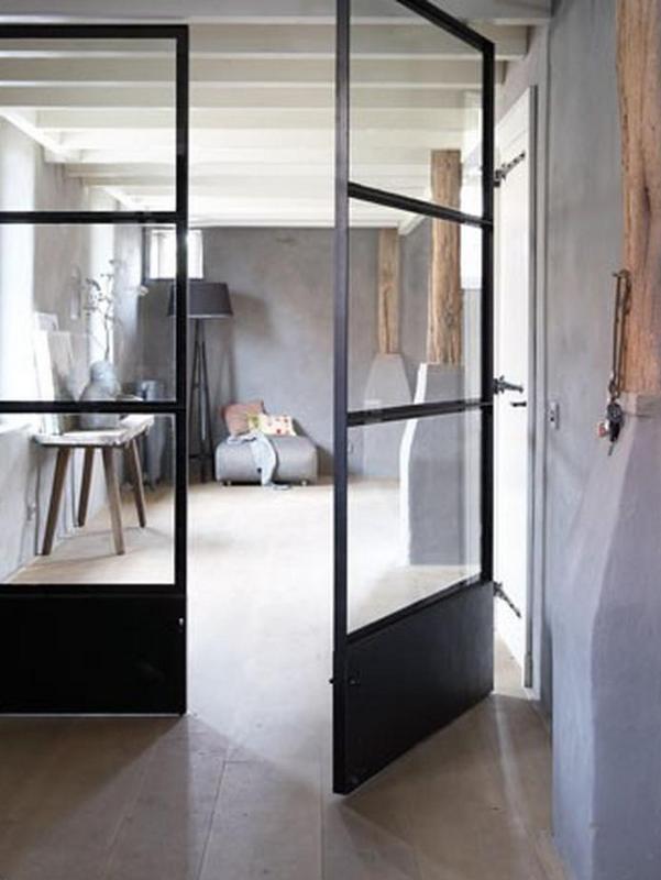 Installez une porte d 39 atelier dans votre entr e joli place for Acheter miroir ancien