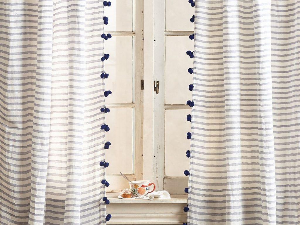 rideaux à pompons