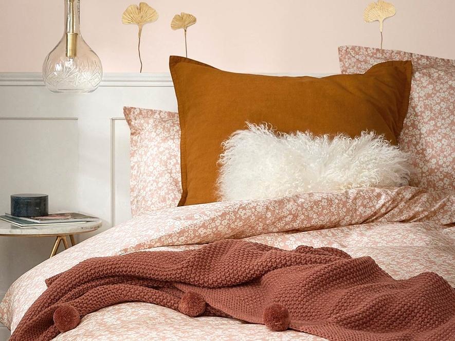 Une chambre en rose blush l 39 assurance bonne mine joli place for Chambre de l assurance