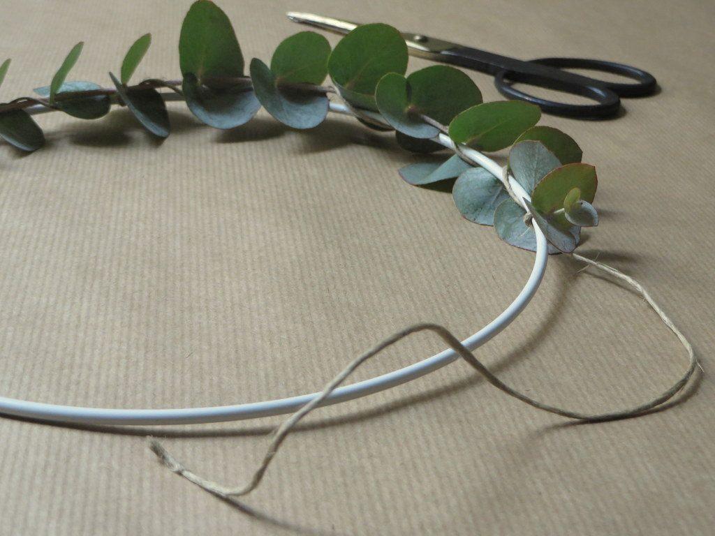 Comment fabriquer une couronne d 39 eucalyptus joli place - Comment fabriquer une cloison amovible ...