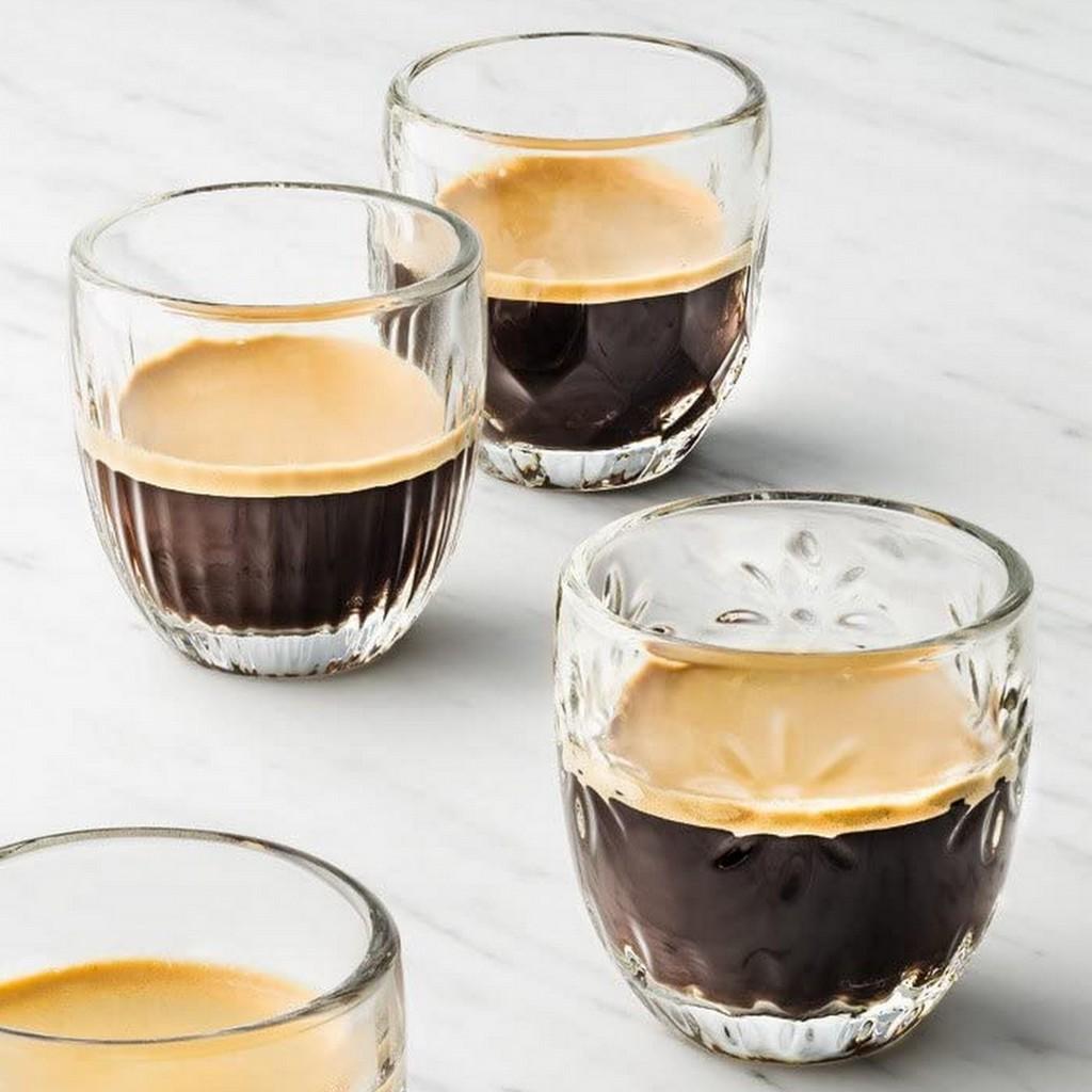 tasse à café en verre