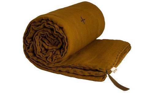 couverture jaune moutarde