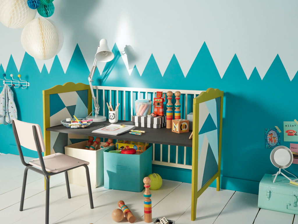 Peinture Géométrique Dans La Chambre De Mini Joli Place