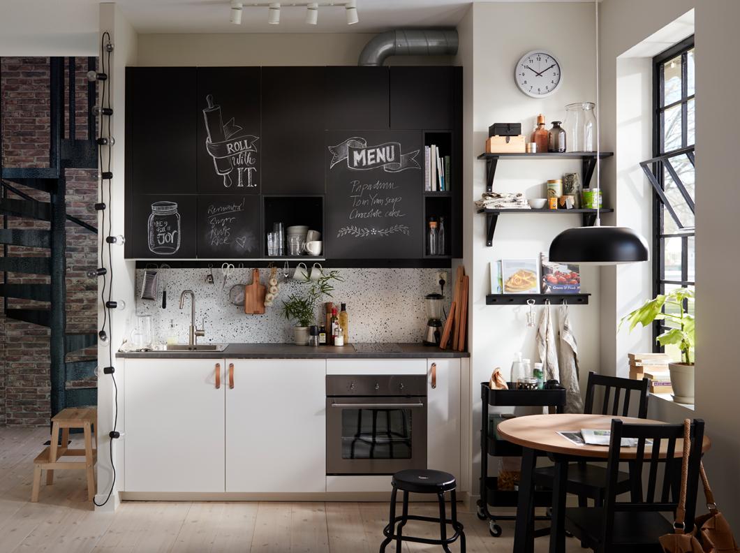 l 39 esprit tableau noir en ardoise dans la cuisine joli place. Black Bedroom Furniture Sets. Home Design Ideas