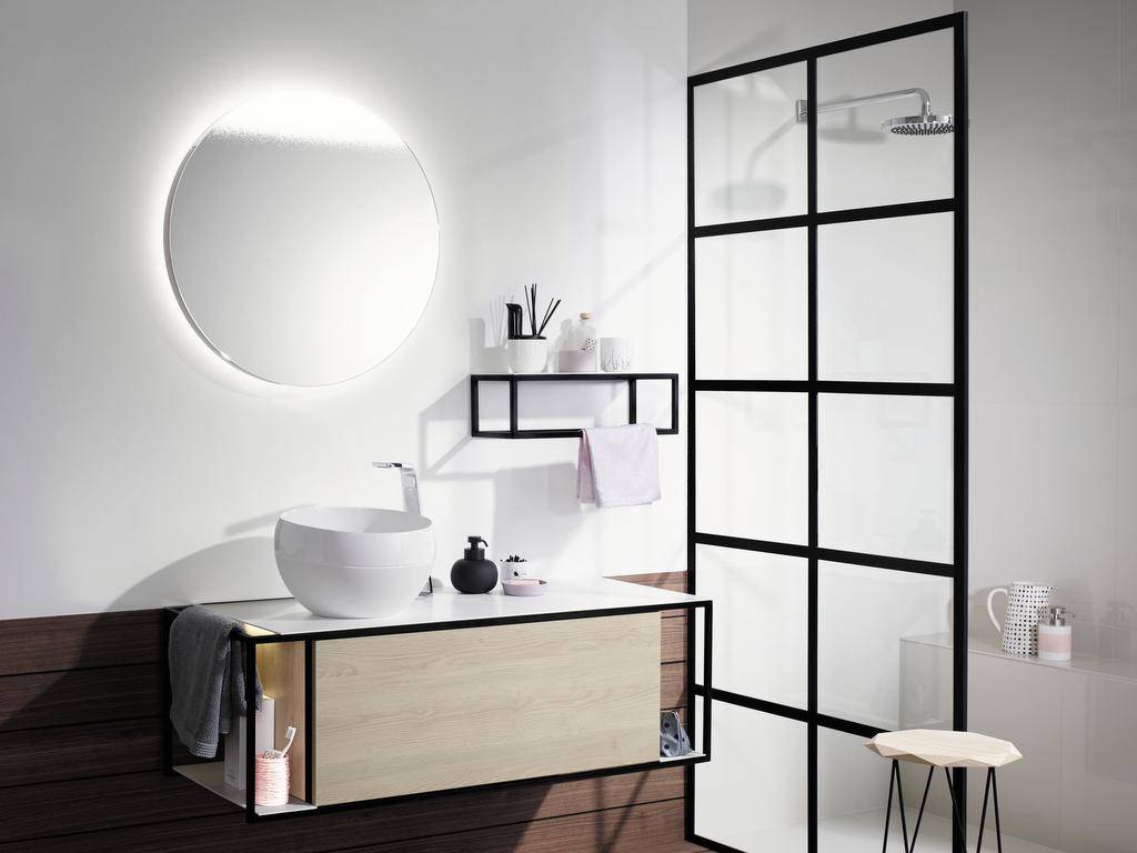 must have la paroi de douche verri re joli place. Black Bedroom Furniture Sets. Home Design Ideas