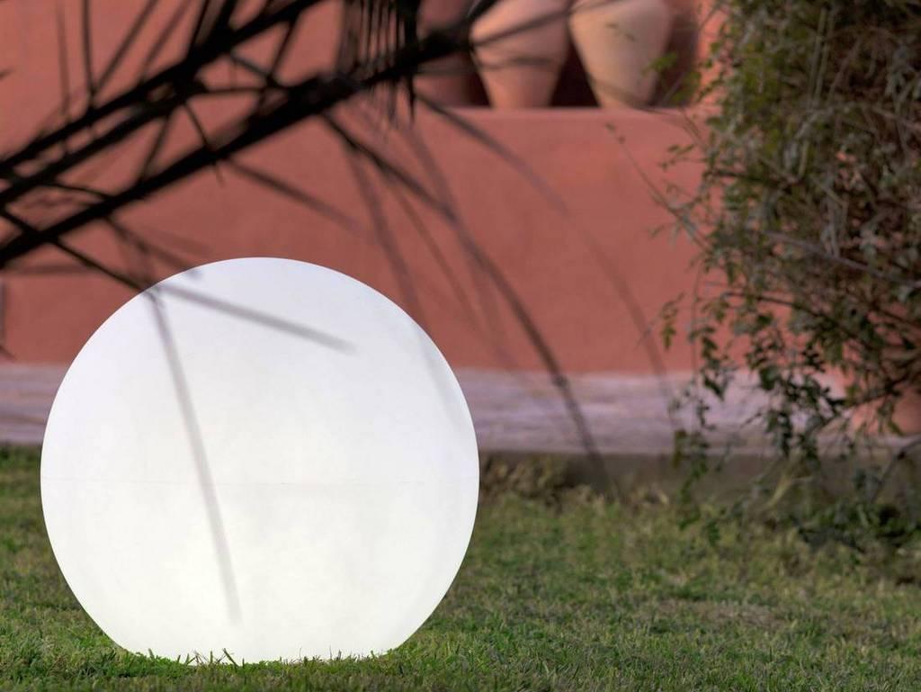 Globe lumineux pour le jardin