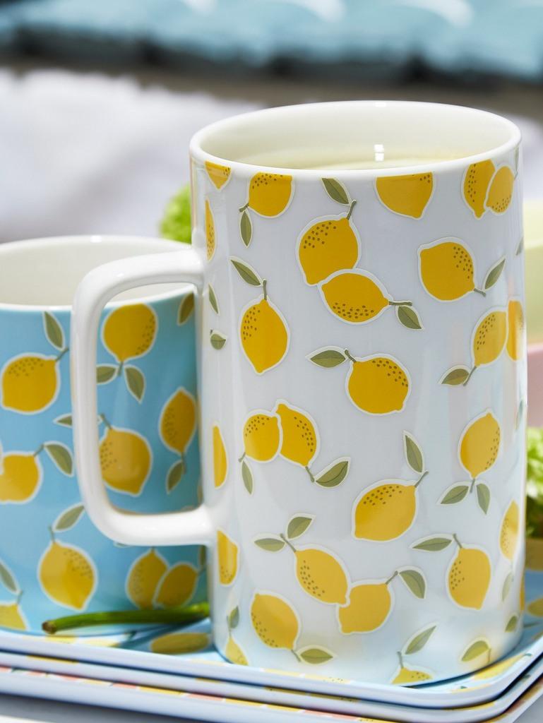 vaisselle jaune et bleu