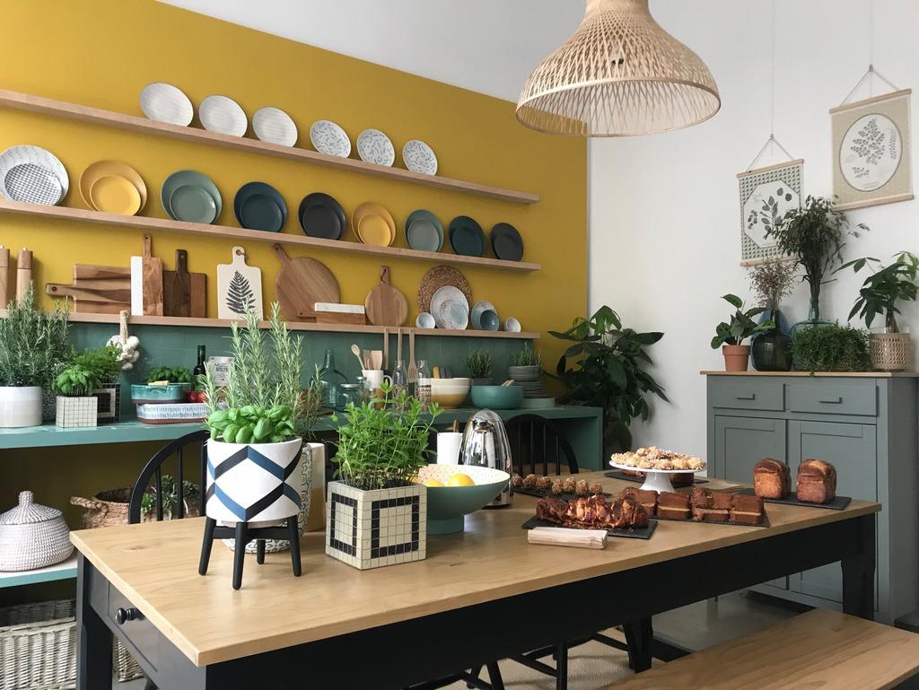 Une cuisine vert et jaune : notre repérage déco - Joli Place