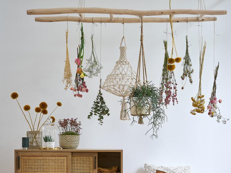 une chelle suspendue au plafond la bonne id e d co. Black Bedroom Furniture Sets. Home Design Ideas