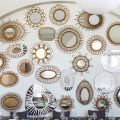 Accumulation de miroirs sur un mur