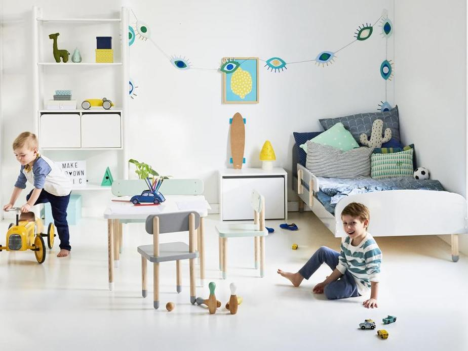 Une chambre pour garçon en bleu et jaune - Joli Place