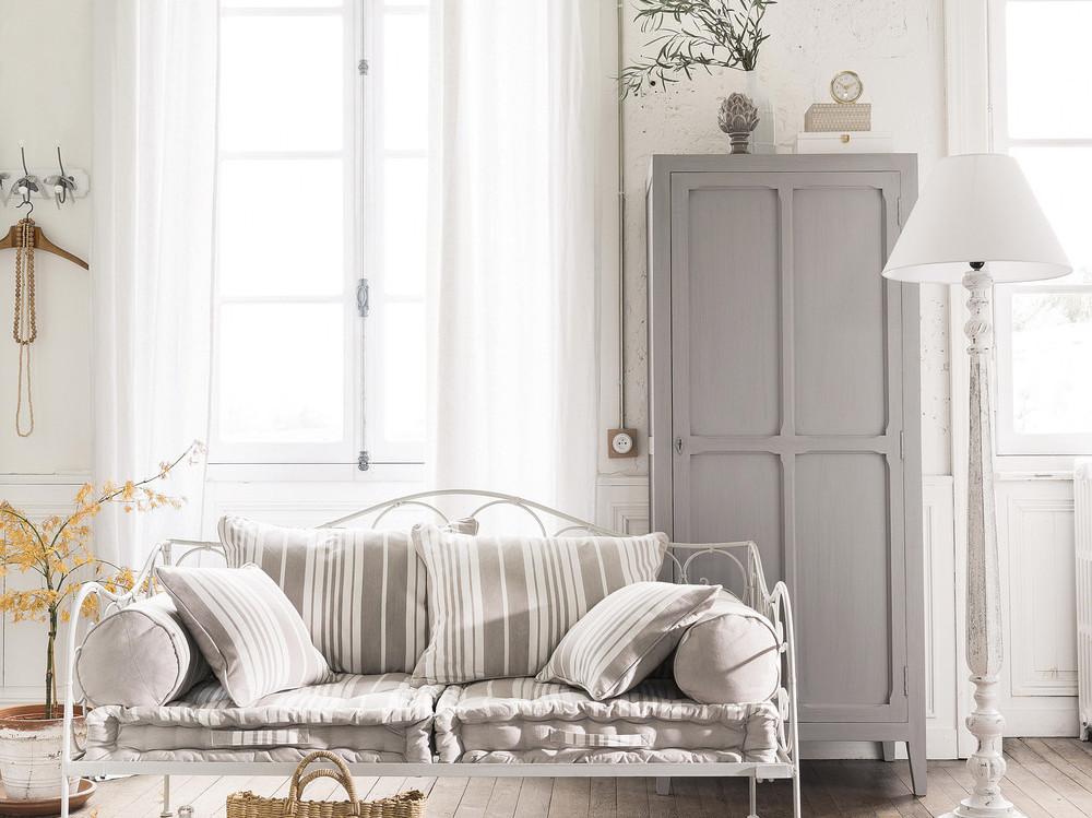 l 39 armoire parisienne un classique ind modable joli place. Black Bedroom Furniture Sets. Home Design Ideas
