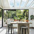 Cuisine sous véranda : une idée pour agrandir la maison - Joli Place