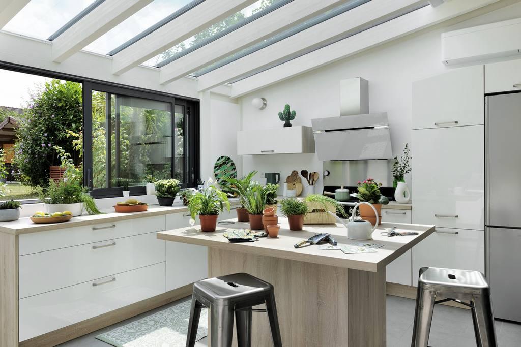 cuisine sous v randa une id e pour agrandir la maison. Black Bedroom Furniture Sets. Home Design Ideas
