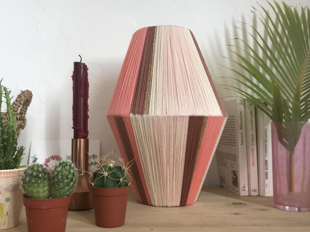 DIY : comment fabriquer une lampe en fil de coton - Joli Place