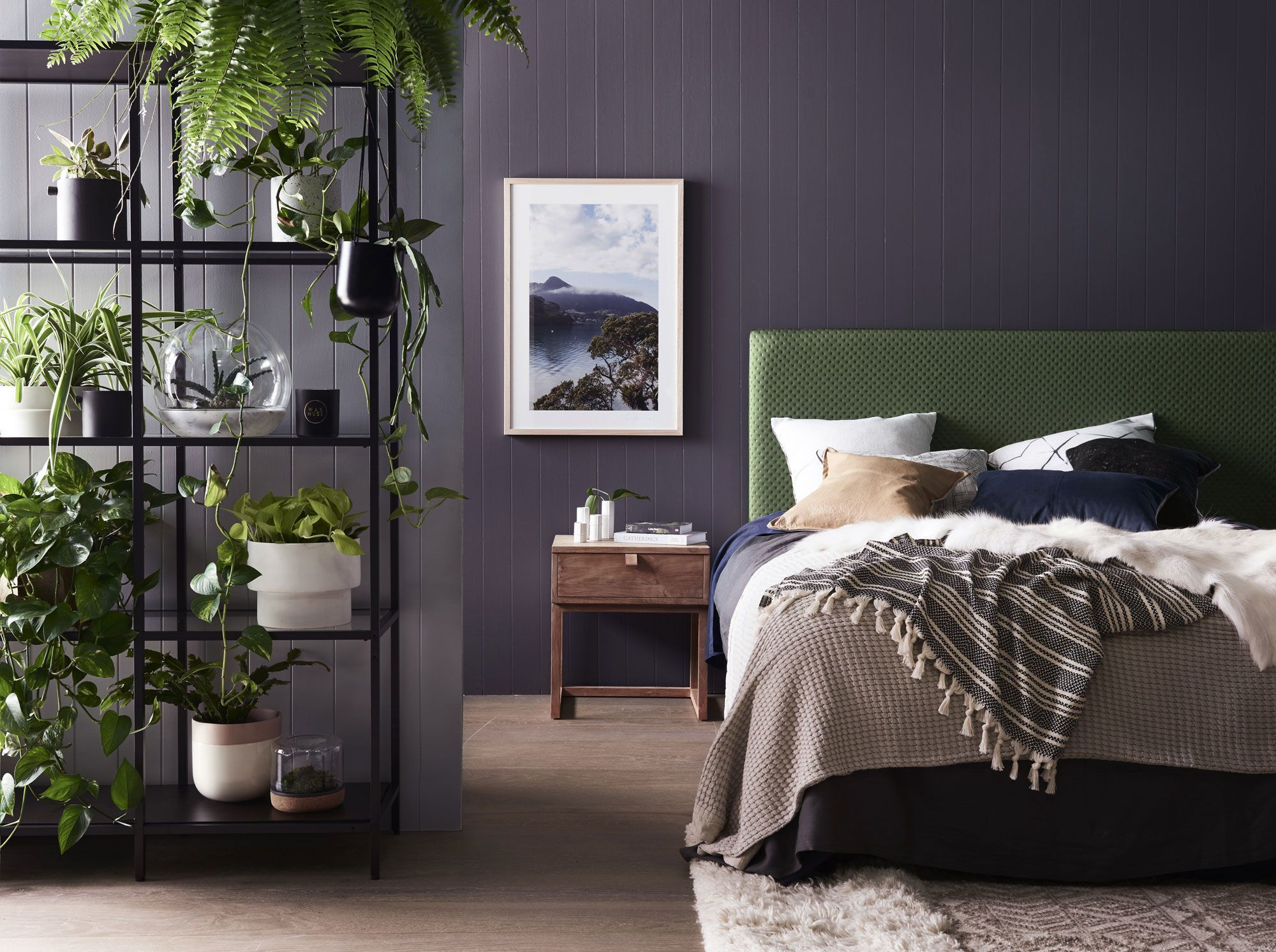 Une chambre couleur foncée - Joli Place
